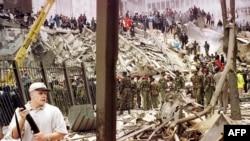 На месте взрыва у посольства США в Найроби (Кения), 7 августа 1998 года