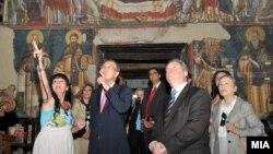 Прошетка на генералниот секретар на ОН, Бан Ки-мун, со претседателот на Македонија, Ѓорге Иванов во Охрид.