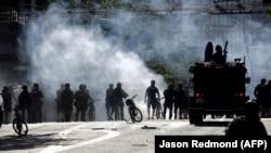 Вихідні у США: пожежі, сутички з поліцією та хвилі затримань (фотогалерея)