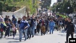 Мигранти на грчкиот остров Хиос.