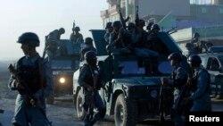 Afghanistan-- Policia afgane duke zbarkuar njësitë e saj shtesë policore në aeroportin e Kabulit pas sulmit, 10Qershor2013