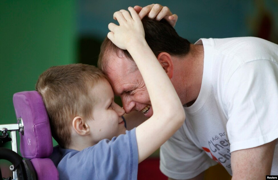 Иностранная помощь для сирот-инвалидов