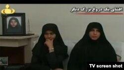 سعیده پورآقایی (چپ) و مادرش در برنامه خبری ۲۰:۳۰ تلویزیون ایران