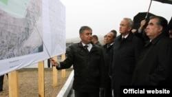 Tajik President Emomali Rahmon (right) inspects plans for the new desert city