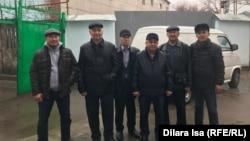 Прибывшие к изолятору поддержать арестованных активистов. Шымкент, 24 февраля 2020 года.