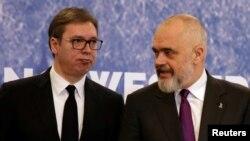 Predsednik Srbije Aleksandar Vučić i premijer Albanije Edi Rama na regionalnom sastanku zemalja Zapadnog Balkana u Tirani, 21. decembar 2019.