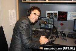Sietse Bakker Azadlıq Radiosunun Praqa studiyasında, 21 oktyabr 2011