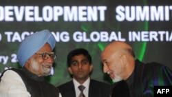 Индискиот премиер Манмохан Синг и авганистанскиот претседател Хамид Карзаи