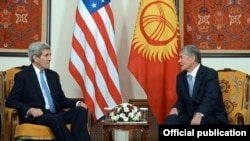 U.S. Secretary of State John Kerry (left) met with Kyrgyz President Almazbek Atamabev in Bishke on October 31.
