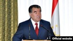 """Таџикистанскиот претседател се згрозува од """"страшни"""" имиња"""