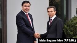 Грузия президенті Михаил Саакашвили мен оппозициялық блог жетекшісі Бидзина Иванишвили.