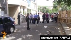Ոստիկանները աշխատում են պատահարի վայրում, Երևան, 17-ը մայիսի, 2014թ․
