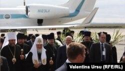 Sosirea Patriarhului rus la aeroport