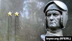 Пам'ятник Амет-Хану Султану на його могилі в Москві