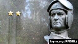 Памятник дважды герою Советского Союза Аметхану Султану в Москве