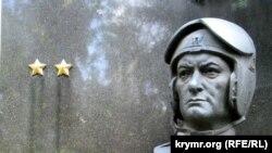 Moskvada Amet Han Sultannıñ mezarındaki abide