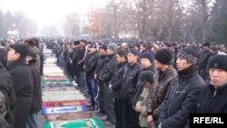 Праздничный намаз на Старой площади Бишкека