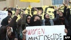کمپین بینالمللی حقوق بشر در ایران در گزارش مفصل خود همچنین بازداشت ۱۵ ماهه مجید توکلی، احسان منصوری و احمد قصابان را «یک تهاجم سازماندهی شده در حذف نشریات دانشجویی» توصیف کرده است.