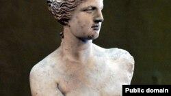 Юнон афсонларида севги, муҳаббат ва лаззат худоси бўлган Афродита ҳайкали Лувр музейининг энг сара экспонатларидан биридир.