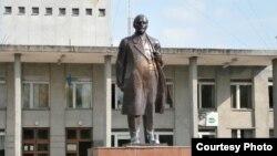 Украина -- Ленинан монумент, Новгород-Северский, Чернигов. 2016 шо.