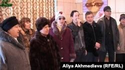 Агитбригада бывшего кандидата в депутаты маслихата от общества инвалидов. Талдыкорган, 10 января 2012 года.