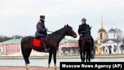 Казачий патруль в московском парке Кусково