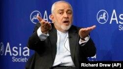 محمدجواد ظریف گفت که اختیار مبادله زندانیان را دارد اما نگفت چه نهادی این اختیار را به او داده است