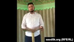 Фазлиддин қори Парпиев Президентга мурожаат қилмоқда