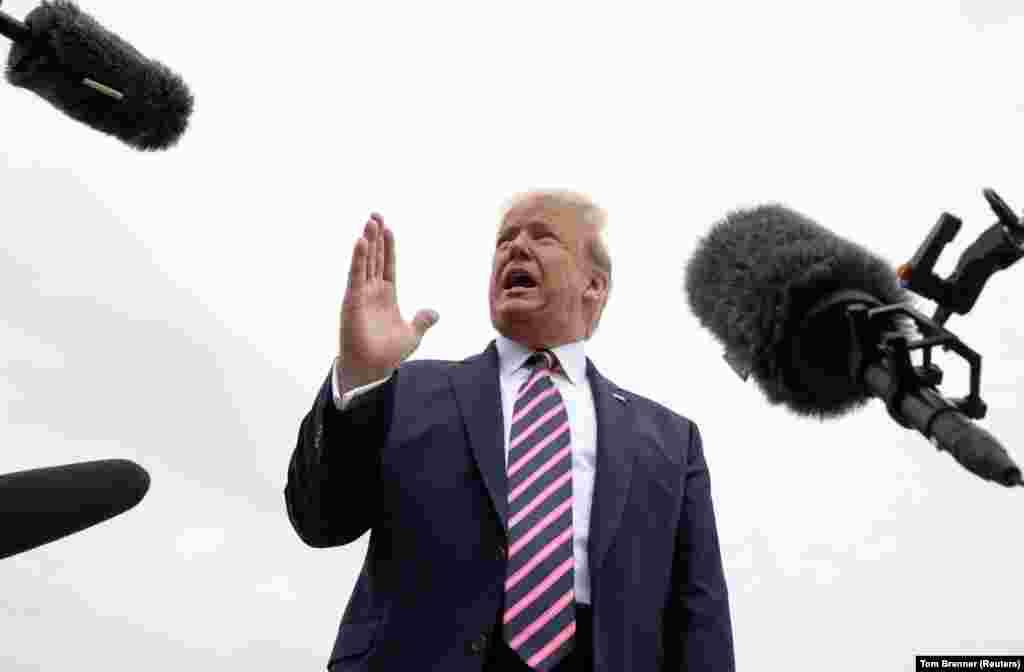 """САД - Американскиот претседател Доналд Трамп ја најави можноста за одржување на самитот на Г7 во јуни во Кемп Дејвид, наместо најавената видео конференциска средба поради пандемијата на коронавирусот. Трамп на Твитер напиша дека размислува """"да го одржи Г7 на ист или сличен датум во Кемп Дејвид, легендарно место."""