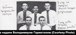 Зиновій Карась (нижній ряд ліворуч) разом з друзями, 1958 рік, Іркутська область