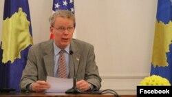 Ambasadori amerikan në Kosovë, Greg Delawie.