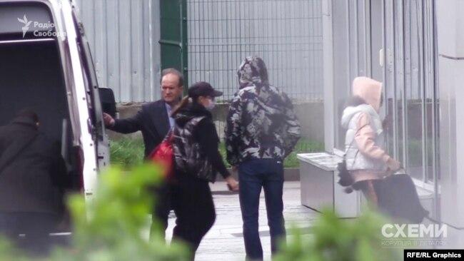 Ним прилетів народний депутат і кум Путіна Віктор Медведчук зі своєю родиною