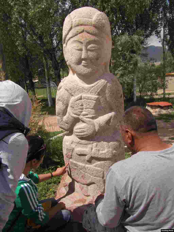 Кыргыз жеринен балбал таштары көп кездешет.