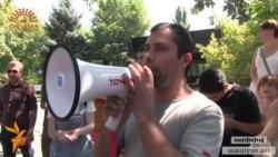Նախագահի նստավայրի ուղղությամբ հավկիթներ նետած ակտիվիստը ազատվել է աշխատանքից