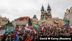 Proteste împotriva restricțiilor impuse de pandemie, Piața Primăriei, Orașul vechi, Praga, 10 ianuarie 2021.