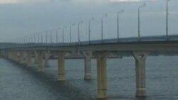 Раскачивающийся мост на Волге