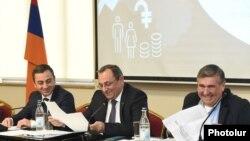 Члены АРФД Ишхан Сагателян, Арцвик Минасян и Артур Хачатрян (архив)