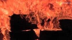 Добровольці запалили шини на Грушевського