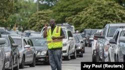 صف خودروهای در انتظار ورود به جایگاههای سوخت در آمریکا