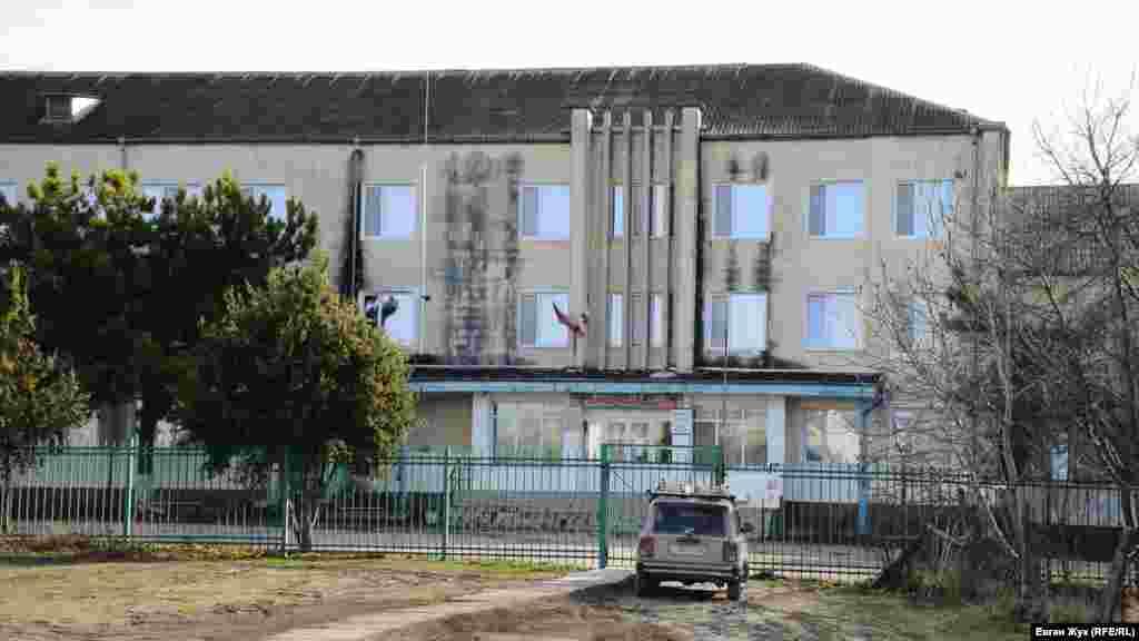 Триповерхова Холмівська середня школа побудована в 1984 році і розрахована на 640 учнів. Зараз у школі – 273 учні