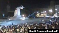Харьковда Ленин ҳайкалини йиқиш жараёни, 2014 йилнинг 28 сентябри.