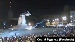 Тахриби ҳайкали Ленин дар Харков. 28 сентябри соли 2014