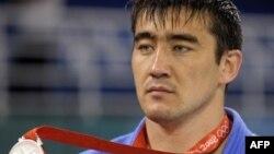 Асхат Житкеевтің дзюдодан күміс жүлде алған сәті. Бейжің, 14 тамыз 2008 жыл