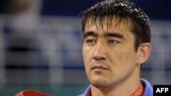 Асхат Житкеев - на пьедестале почета Пекинской Олимпиады.