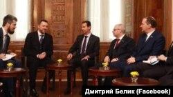 Дмитрий Белик (крайний справа) и Дмитрий Саблин (второй слева) на встрече с президентом Сирии Башаром Асадом (в центре), 17 января 2019 года