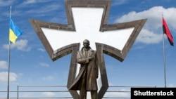 Памятник лидеру украинских националистов Степану Бандере в Ивано-Франковске