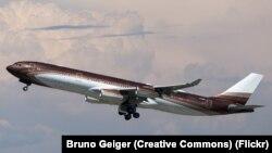"""Самолет Алишера Усманова Airbus 340-300 """"Bourkhan"""", названный в честь отца миллиардера"""