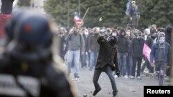Ցուցարարների եւ ոստիկանների բախումը Փարիզում, 26-ը մայիսի, 2013թ.