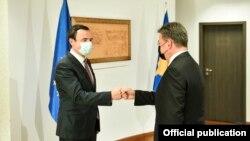Kryeministri i Kosovës, Albin Kurti dhe përfaqësuesi i Posaçëm i Bashkimit Evropian për dialogun Kosovë-Serbi, Miroslav Lajçak.