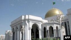 """Түркмөн президентинин Ашхабаддагы """"Огузхан"""" резиденциясы."""